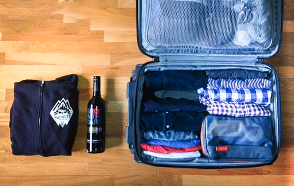 6 Essential Tips on How to Pack Your Drinks When Travelling