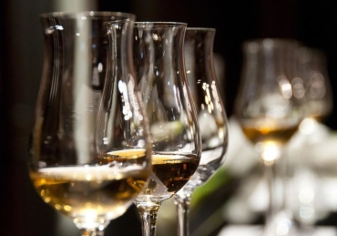 Do Wine Glasses Really Make a Difference to Taste?