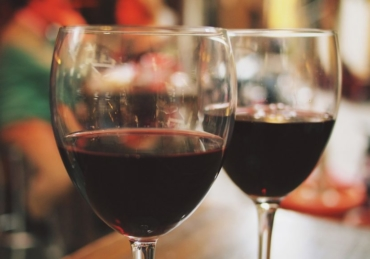 9 Reasons Why You Should Drink Wine Every Day, According to Science
